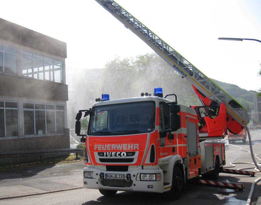 Drehleiter der Feuerwehr Künzelsau bei einer Übung mit der Jugendfeuerwehr