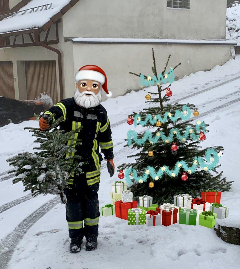 Weihnachtsbild 2020, Entstanden bei der Christbaumsammlung 2020, Christbaum unter dem Geschenke liegen